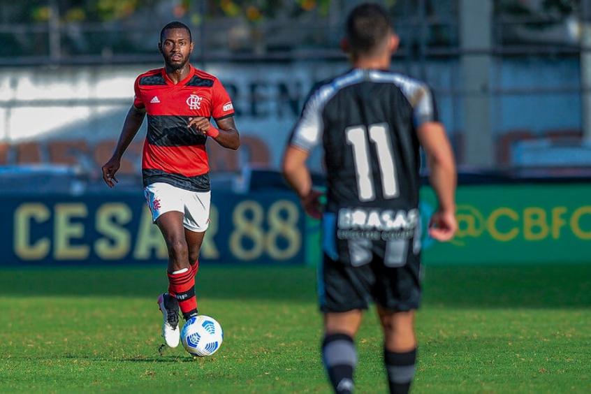 Clube da Áustria sinaliza interesse no zagueiro Otávio, do Flamengo
