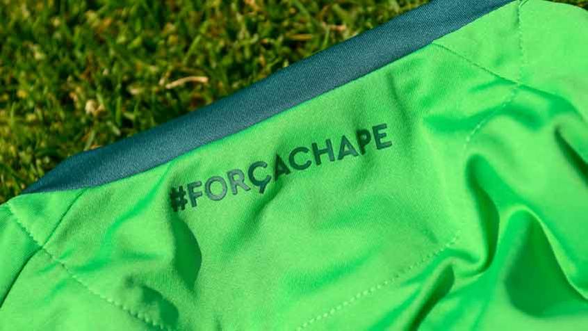 Com história semelhante, Torino anuncia novo uniforme em homenagem à Chapecoense
