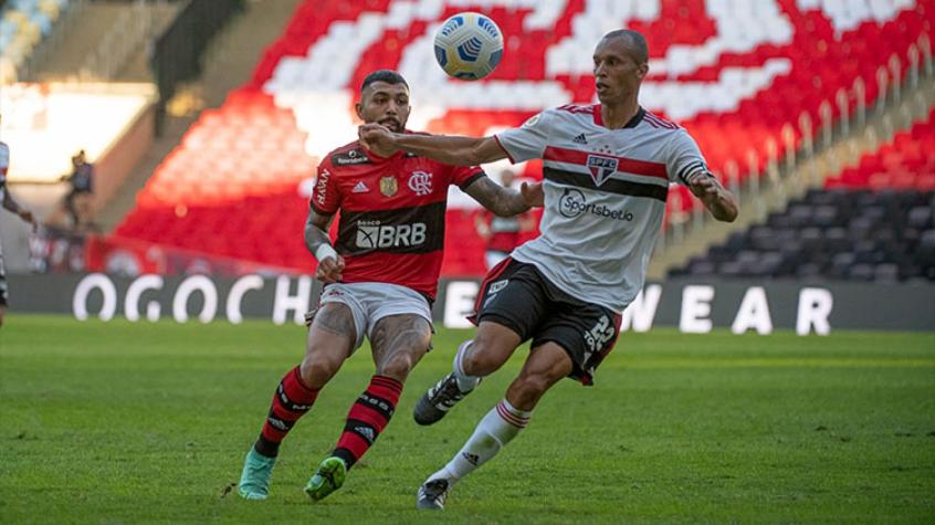 Miranda brinca com jogadores do Flamengo antes de duelo no Maracanã: 'Não quiseram me trazer'