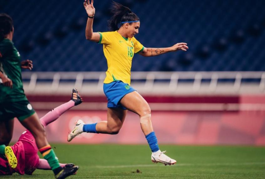 Bia Zaneratto mostra pontos no rosto, mas garante que defenderá Seleção feminina contra o Canadá