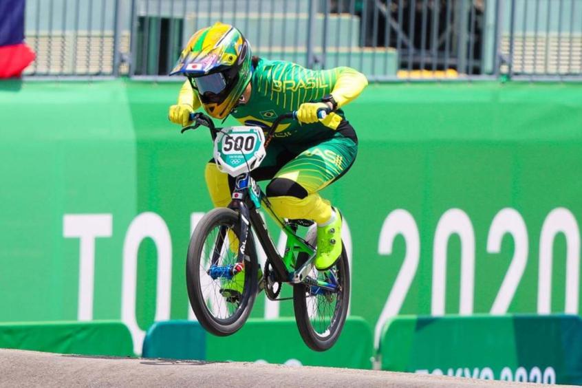 Renato Rezende cai durante prova e não se classifica para a final do ciclismo BMX