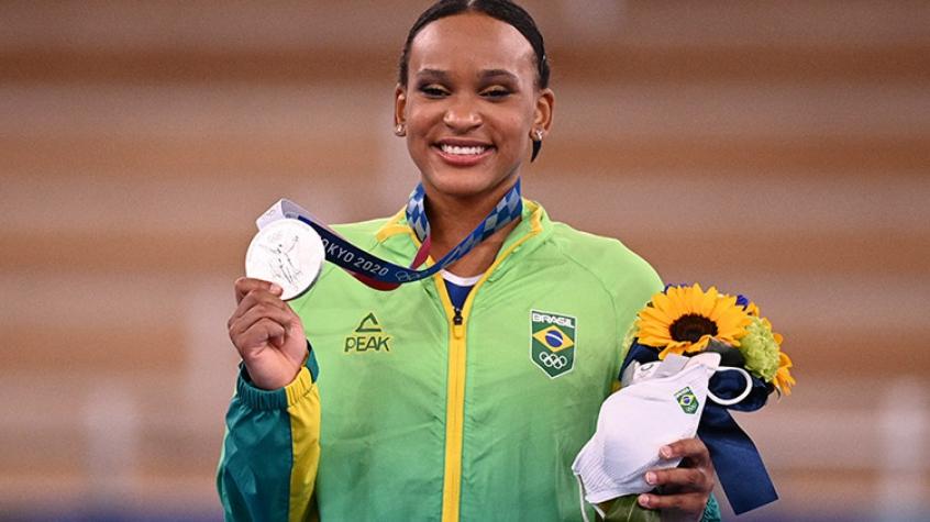Sem Simone Biles, Rebeca Andrade tem mais chances de conseguir outra medalha