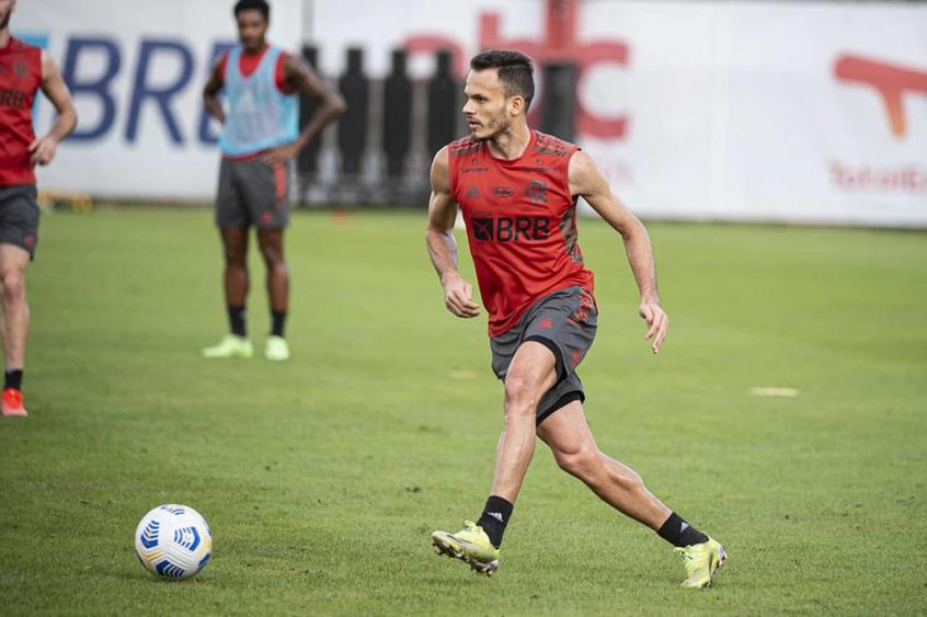 Renê sente novo problema muscular e preocupa Flamengo para sequência na temporada