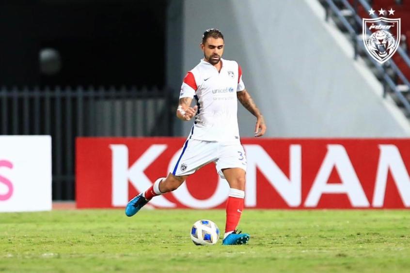 Maurício chega a marca de 50 jogos pelo Johor DT em vitória e comemora feito importante pelo clube