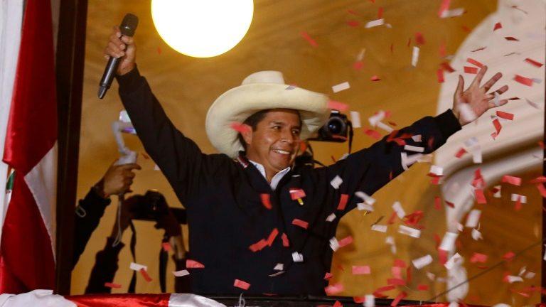 Professor esquerdista Pedro Castillo é declarado presidente eleito do Peru