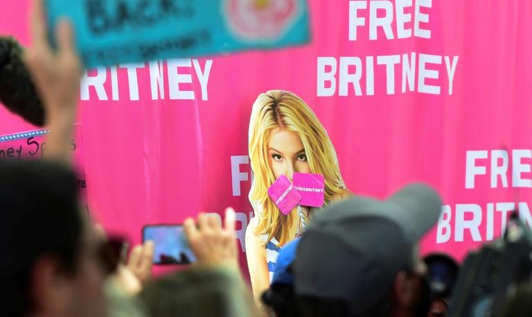 Britney Spears pede à Justiça o fim da tutela de seu pai