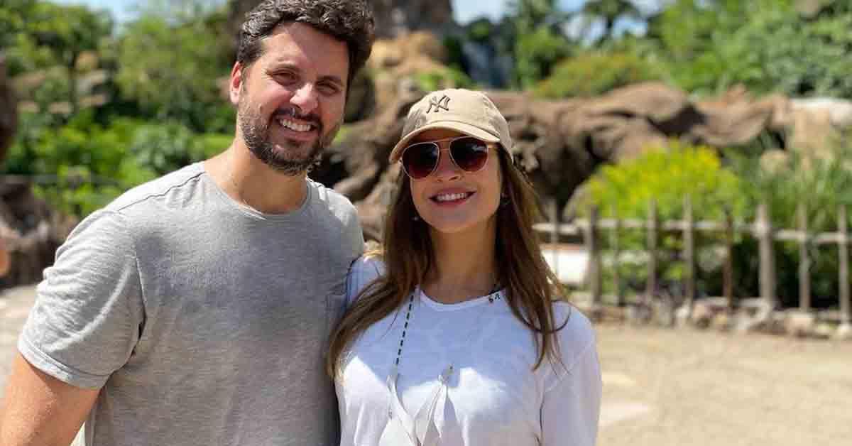 Claudia Leitte abre álbum de viagem para a Disney com a família