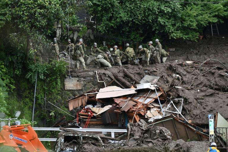 Japão corre contra o tempo para encontrar sobreviventes de deslizamento de terra