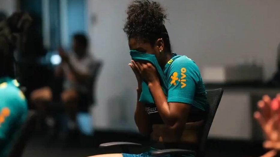 CBF mostra que Seleção de futebol feminino chorou ao ouvir música tema