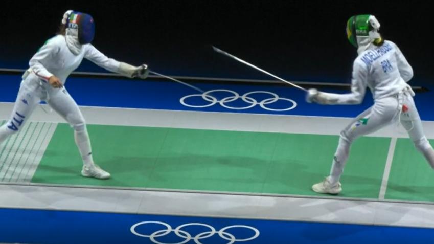 Nathalie Moellhausen faz duelo muito equilibrado, mas é eliminada na esgrima
