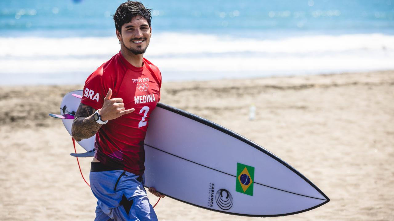 Gabriel Medina e Ítalo Ferreira se classificam para semifinal no surfe e garantem medalha para o Brasil