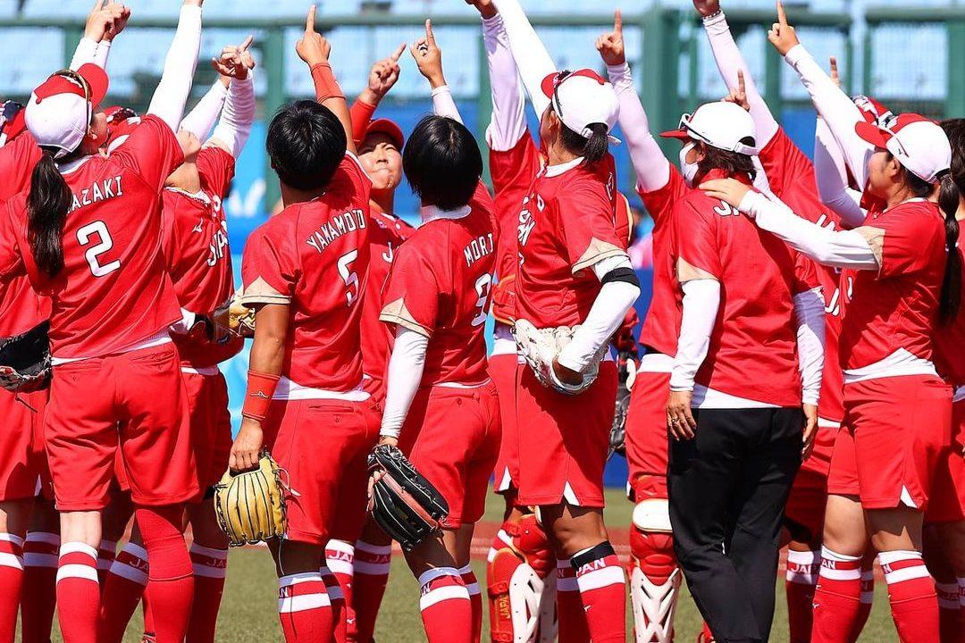 No primeiro jogo da Olimpíada de Tóquio, Japão derrota Austrália no softbol feminino