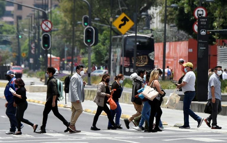 México volta a registrar mais de 20 mil casos diários de Covid