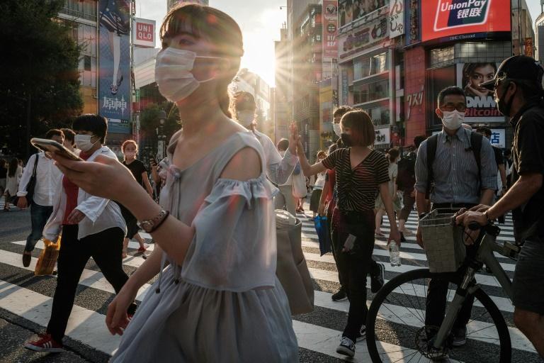 Recorde de casos de covid-19 em Tóquio, restrições ampliadas no país