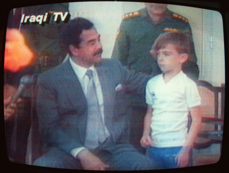 Três décadas depois, os 'escudos humanos' de Saddam Hussein exigem respostas