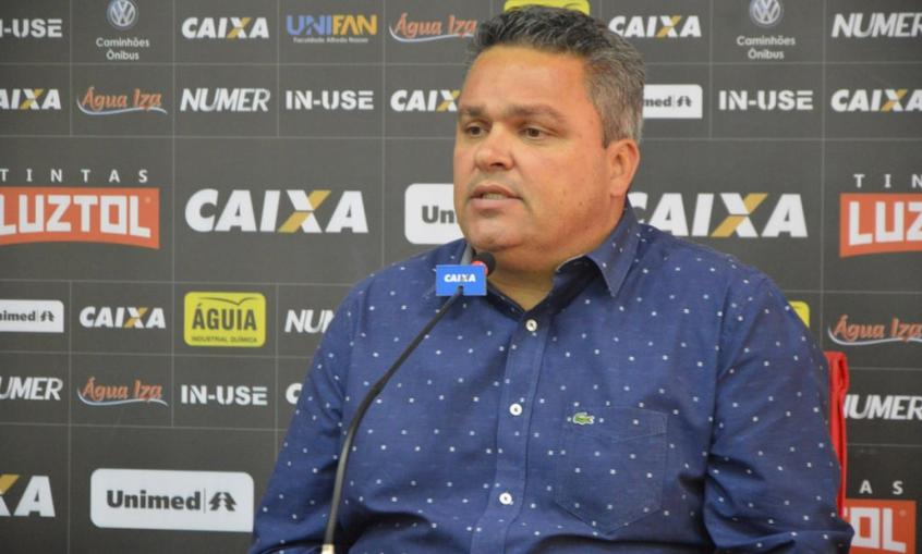 Presidente do Atlético-GO dispara contra treinadores brasileiros: 'Muito técnico de cachorro'