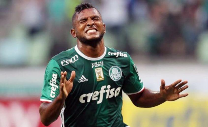 Vaza foto de Miguel Borja com a camisa do Grêmio