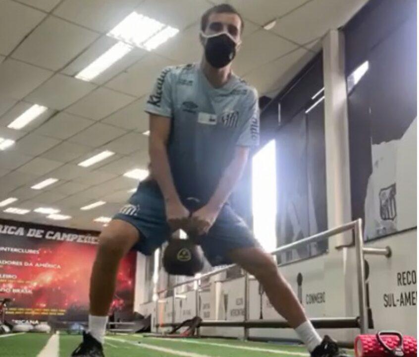 """Após seis anos, Rafael Longuine se despede do Santos: """"Inesquecível"""""""