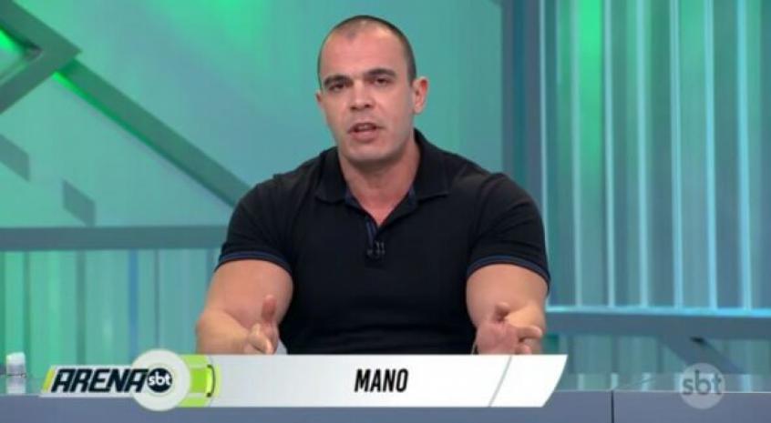 'VAR auxilia bastante, temos que criticar essa cambada de incompetentes que estão com apito na boca', diz Mano no SBT