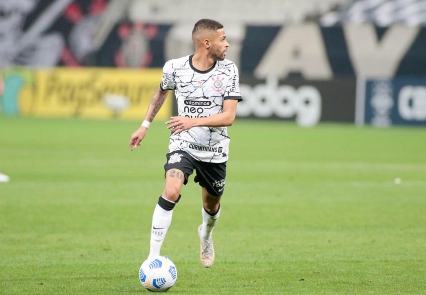 Vitinho celebra primeiro gol como profissional, mas lamenta derrota do Corinthians: 'É trabalhar'