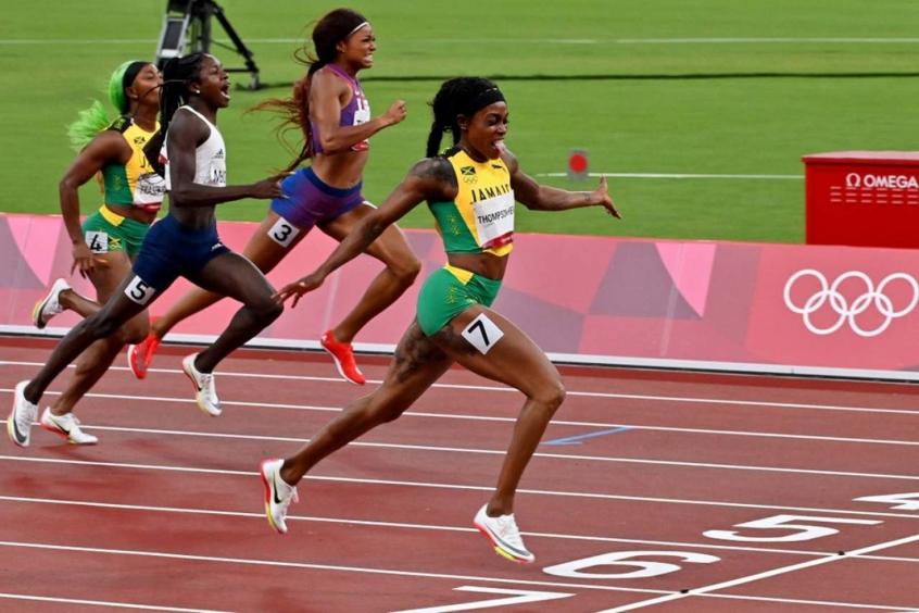 Elaine Thompson-Herah conquista ouro nos 200m rasos e completa dobradinha em Tóquio