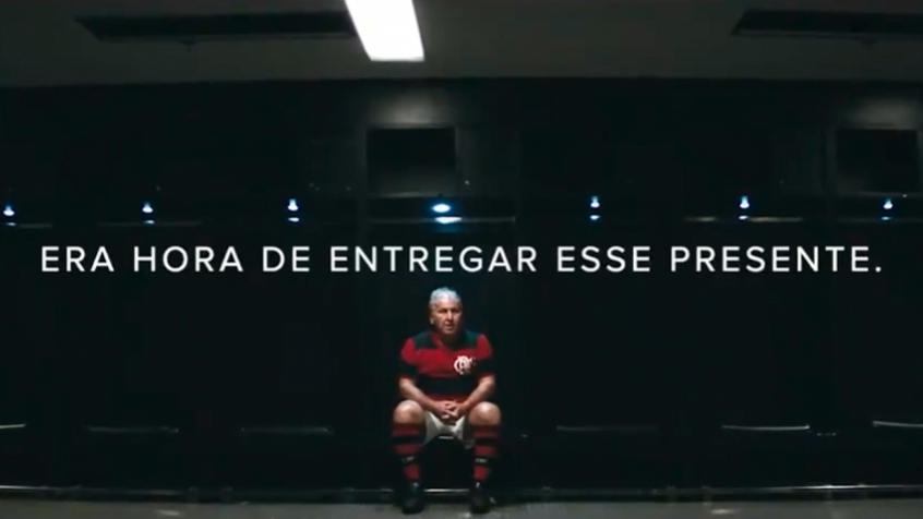 Em ação dos Dia dos Pais, Zico marca gol 335 no Maracanã e se emociona em homenagem a Seu Antunes