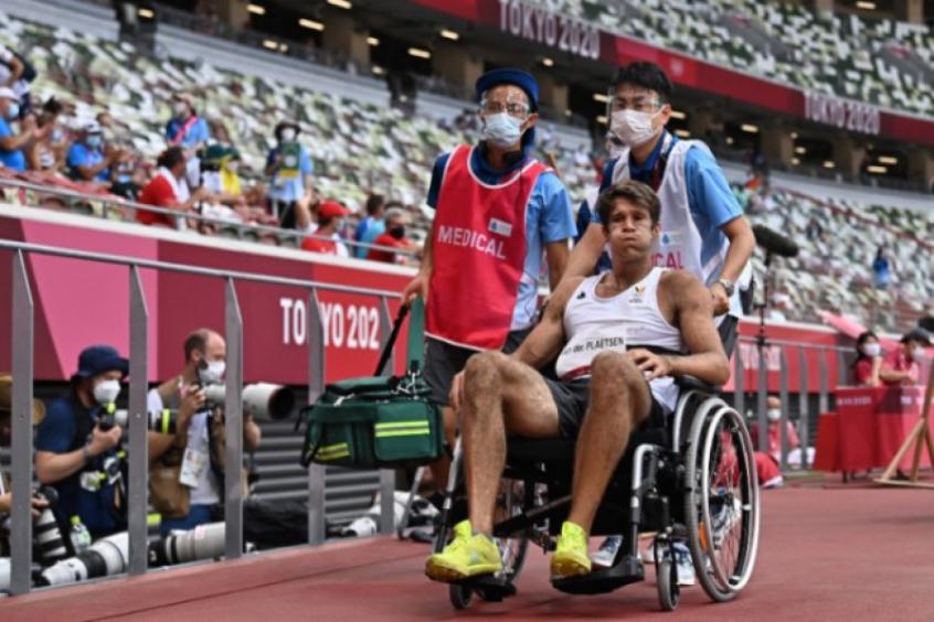 Belga sofre queda feia no atletismo e deixa estádio de cadeira de rodas nos Jogos Olímpicos
