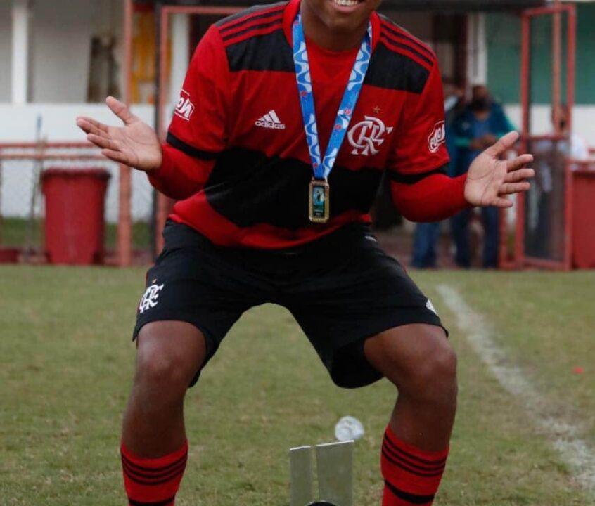 Após título da Copa Rio pelo Flamengo, garoto do Ninho projeta Carioca Sub-15