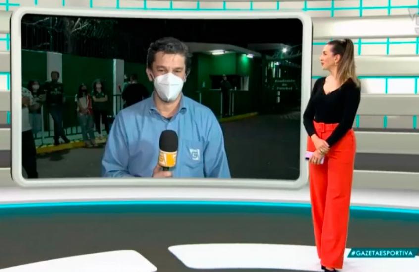 Torcedor do Palmeiras abaixa a calça e 'mostra demais' ao vivo na TV