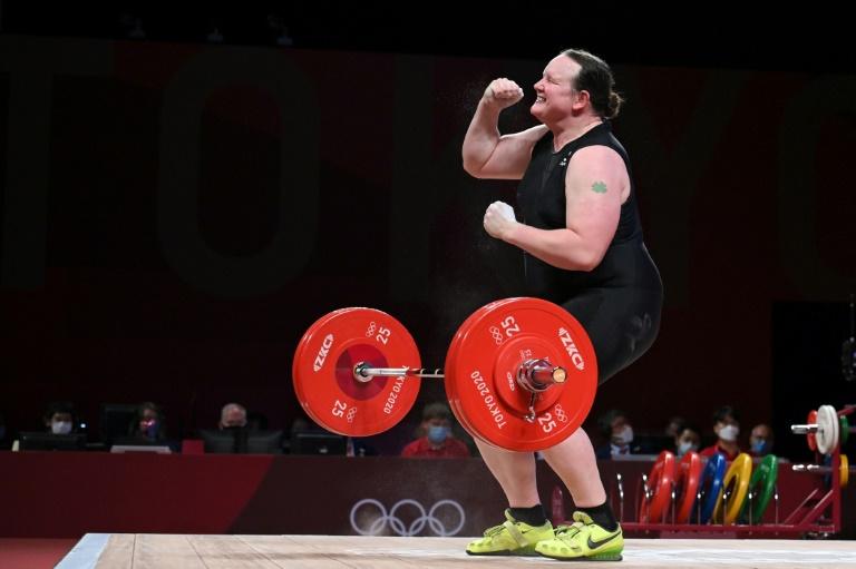 Levantadora de peso transgênero Laurel Hubbard se aposenta após estreia olímpica