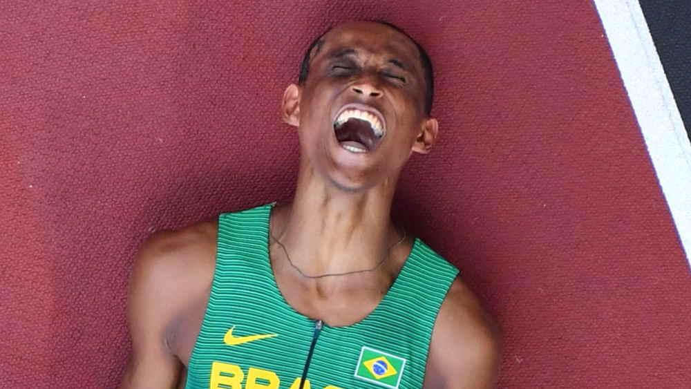 Atletismo: Alison dos Santos conquista a medalha de bronze nos 400m com barreira