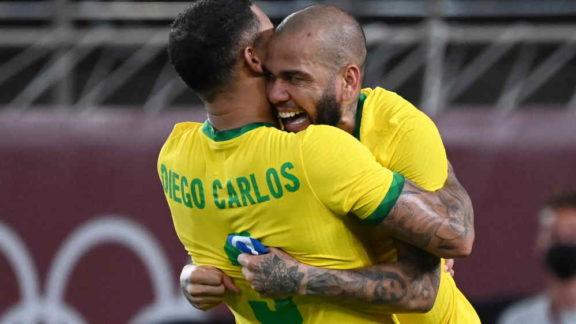 Daniel Alves elogia México, mas diz que Brasil mereceu classificação para final