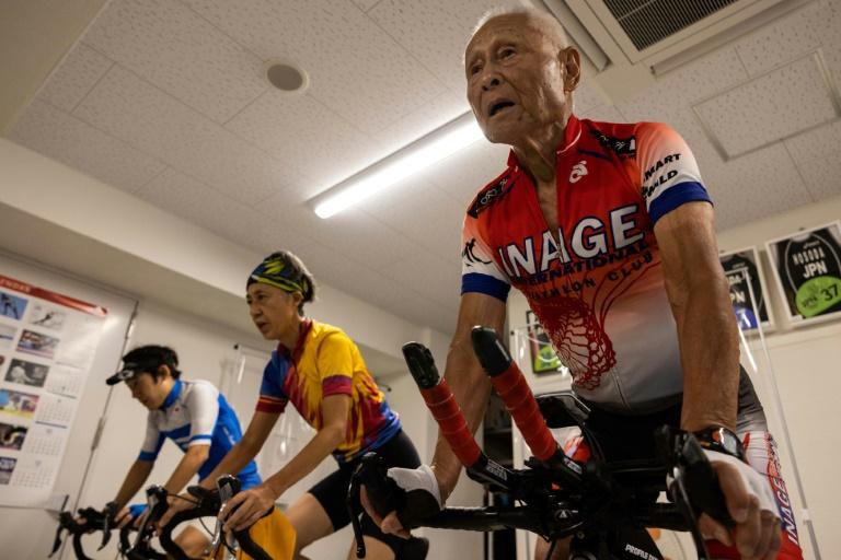 Japonês de 88 anos se prepara para Ironman vendo Jogos de Tóquio