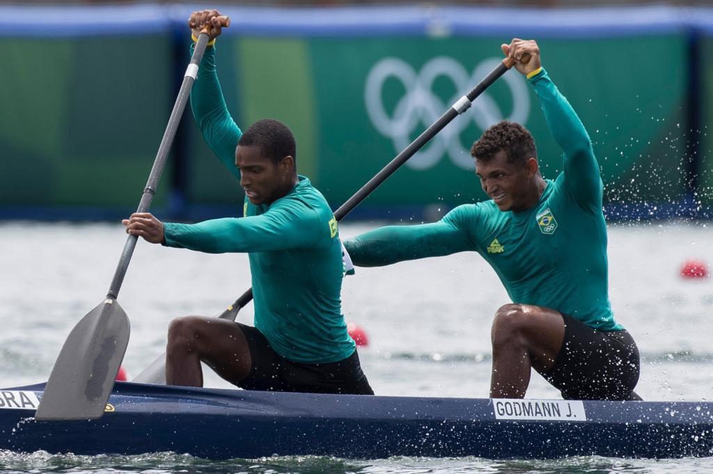 Isaquias Queiroz e Jacky Godmann chegam em 4º lugar na final da canoagem em Tóquio