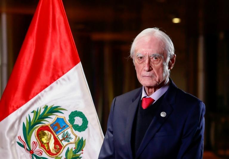 Peru aposta na 'renovação democrática' da Venezuela, diz novo chanceler