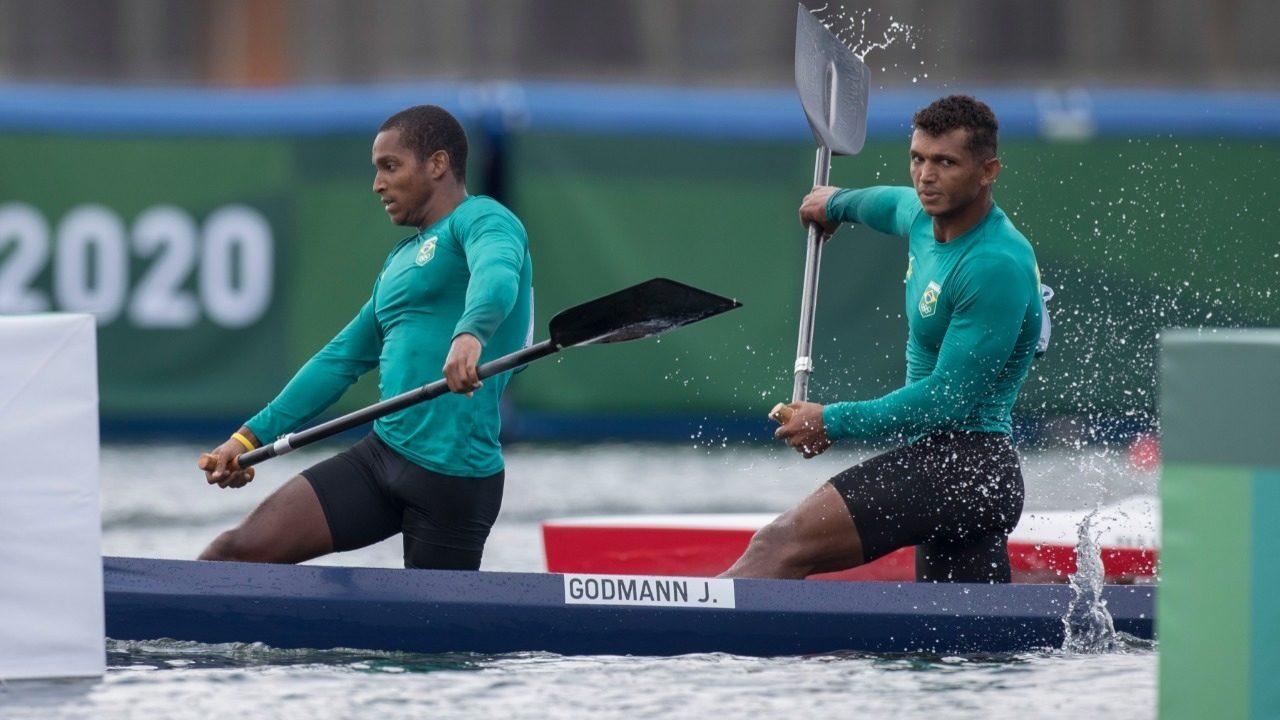 Em disputa emocionante, Isaquias Queiroz e Jacky Godmann se classificam para final da canoagem em Tóquio