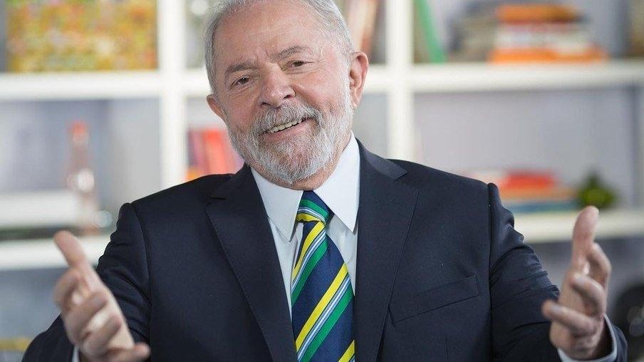 Lula posa de sunga e sua boa forma repercute nas redes sociais; veja foto -  ISTOÉ Independente