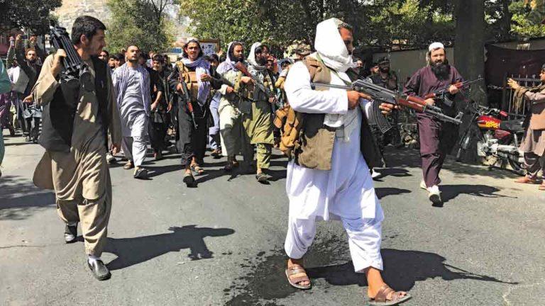 RISCO Com a retomada do poder pelos talibãs, o Afeganistão volta para as trevas