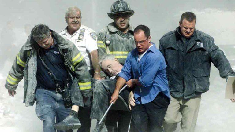 SOFRIMENTO   Dos 5 mil bombeiros envolvidos nos  resgates, mil  têm doenças pulmonares