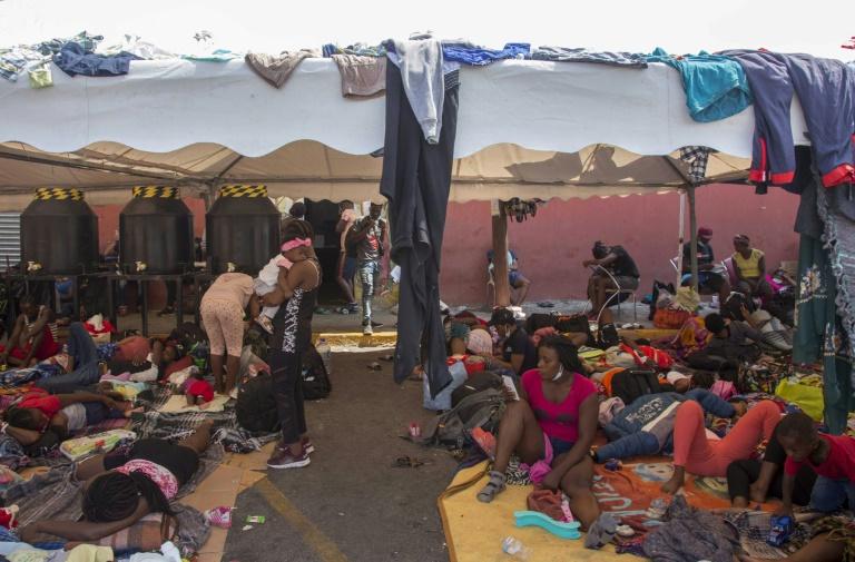 Em meio a adversidades, migrantes haitianos tentam fazer a vida no México