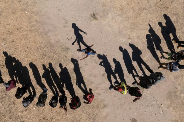 Haitianos pedem asilo no México por dificuldade de entrar nos EUA