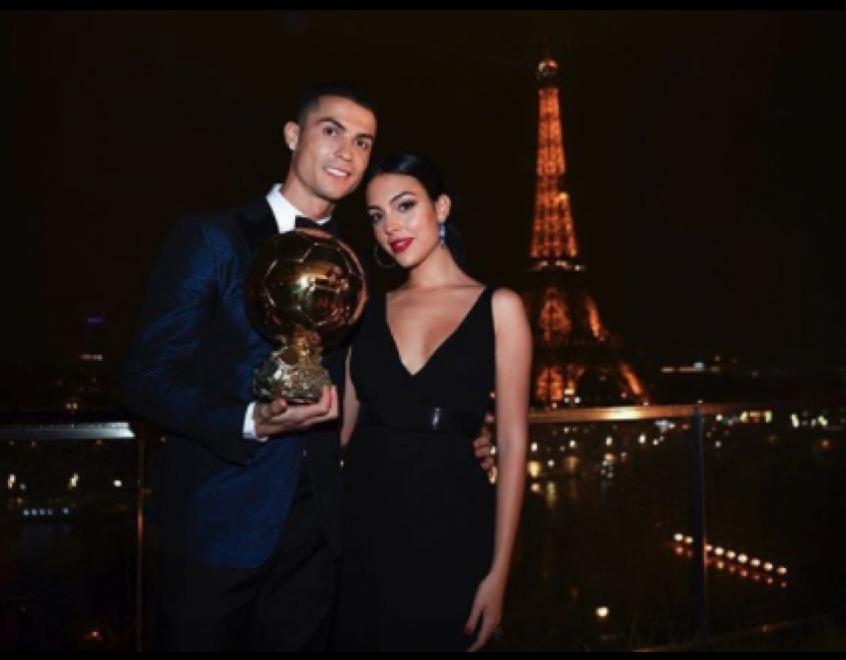 Georgina Rodríguez, esposa de Cristiano Ronaldo, proíbe o craque de trocar lâmpadas; entenda