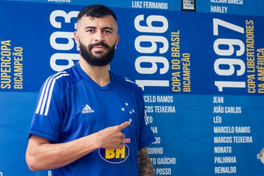 Lateral João Lucas e ex-preparador físico cobram R$ 800 mil do Cruzeiro
