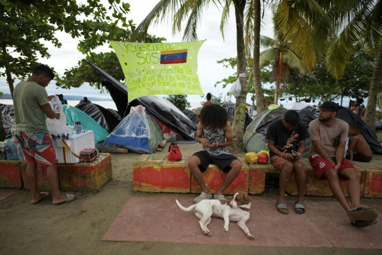 Na rota para os EUA, haitianos ajudam venezuelanos na fronteira Colômbia-Panamá