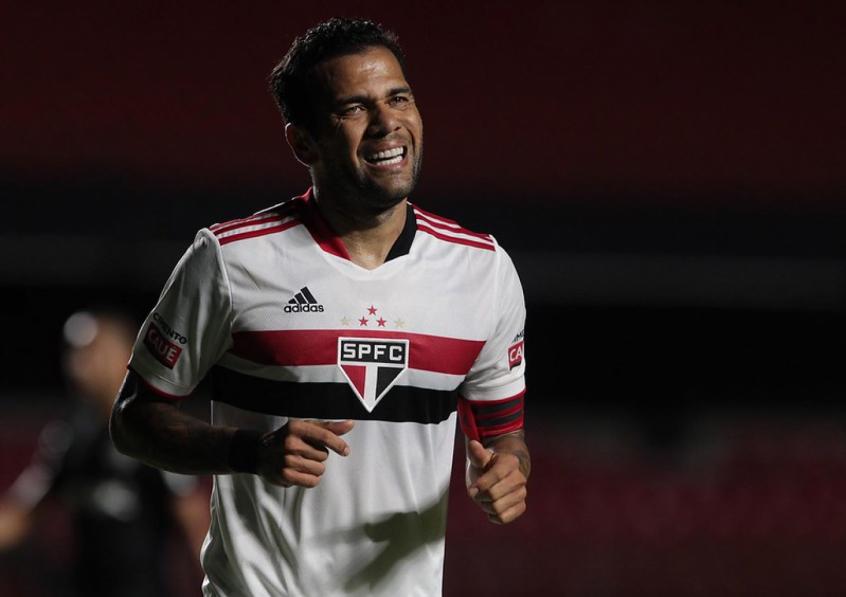 Daniel Alves e São Paulo acertam rescisão de contrato: relembre a trajetória do lateral no Tricolor