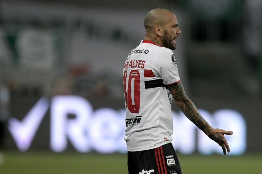 São Paulo anuncia rescisão de contrato com Daniel Alves