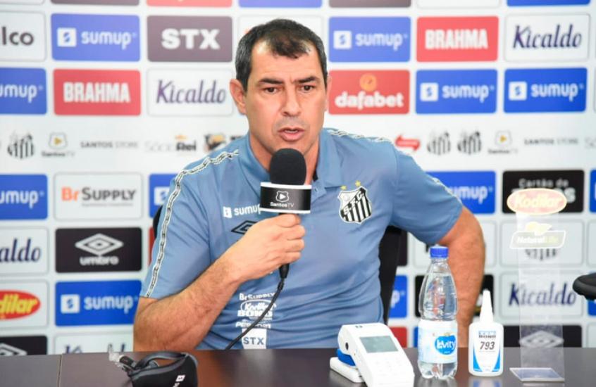 Fábio Carille é apresentado no Santos e promete time bem organizado