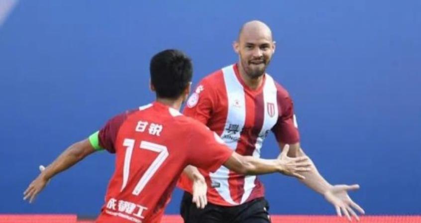Com cinco gols em seis jogos, Felipe Silva comemora boa fase no futebol chinês