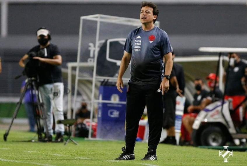 Fernando Diniz reclama da arbitragem no empate entre Vasco e Cruzeiro: 'Ele sequer foi lá checar'