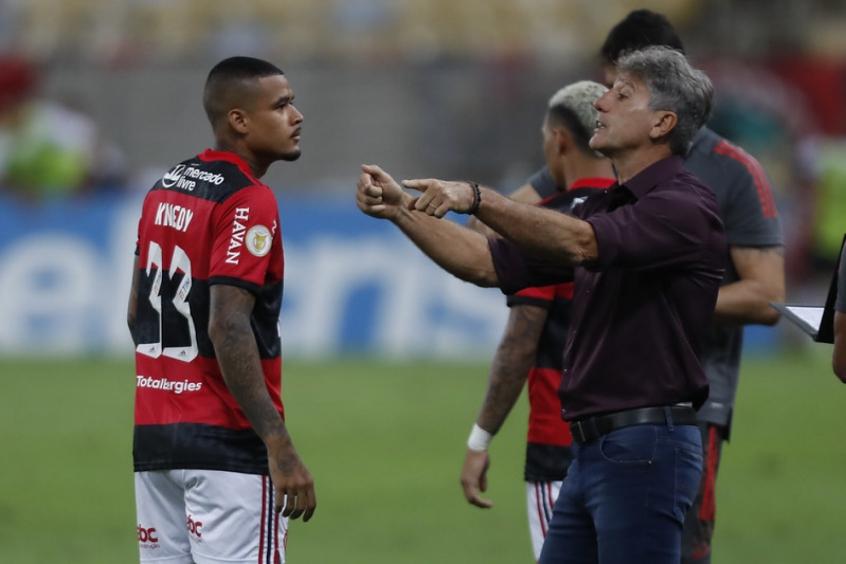 Renato vê méritos do Grêmio em vitória sobre o Flamengo, e afirma que saída de Everton Ribeiro já estava combinada